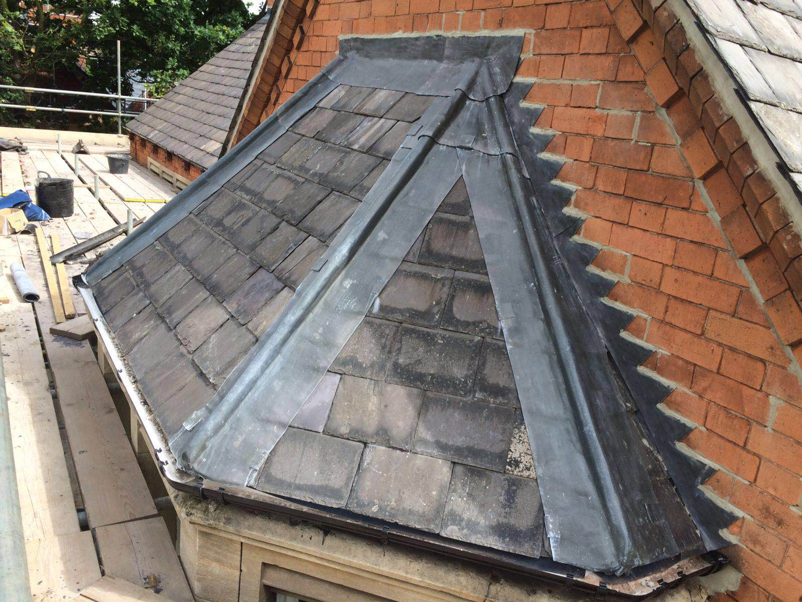 Reclaimed Slate Bay Roof With Lead Hips Tnt Roofing